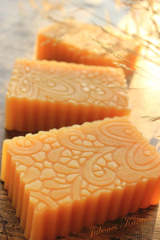 Jabón de canela y naranja.