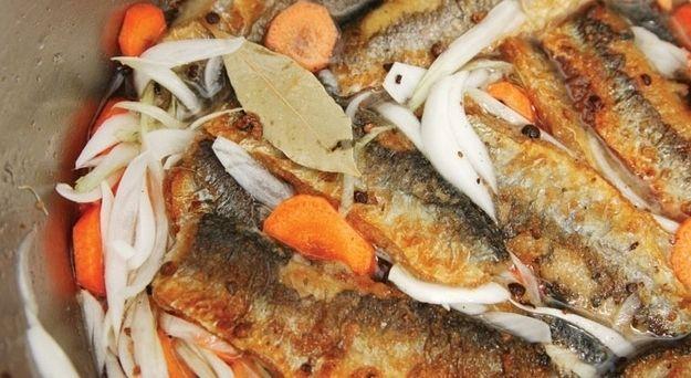 Silakat (pickled fried herring).  Very salty, fried herring. Finnish cuisine // Cuisine finlandaise