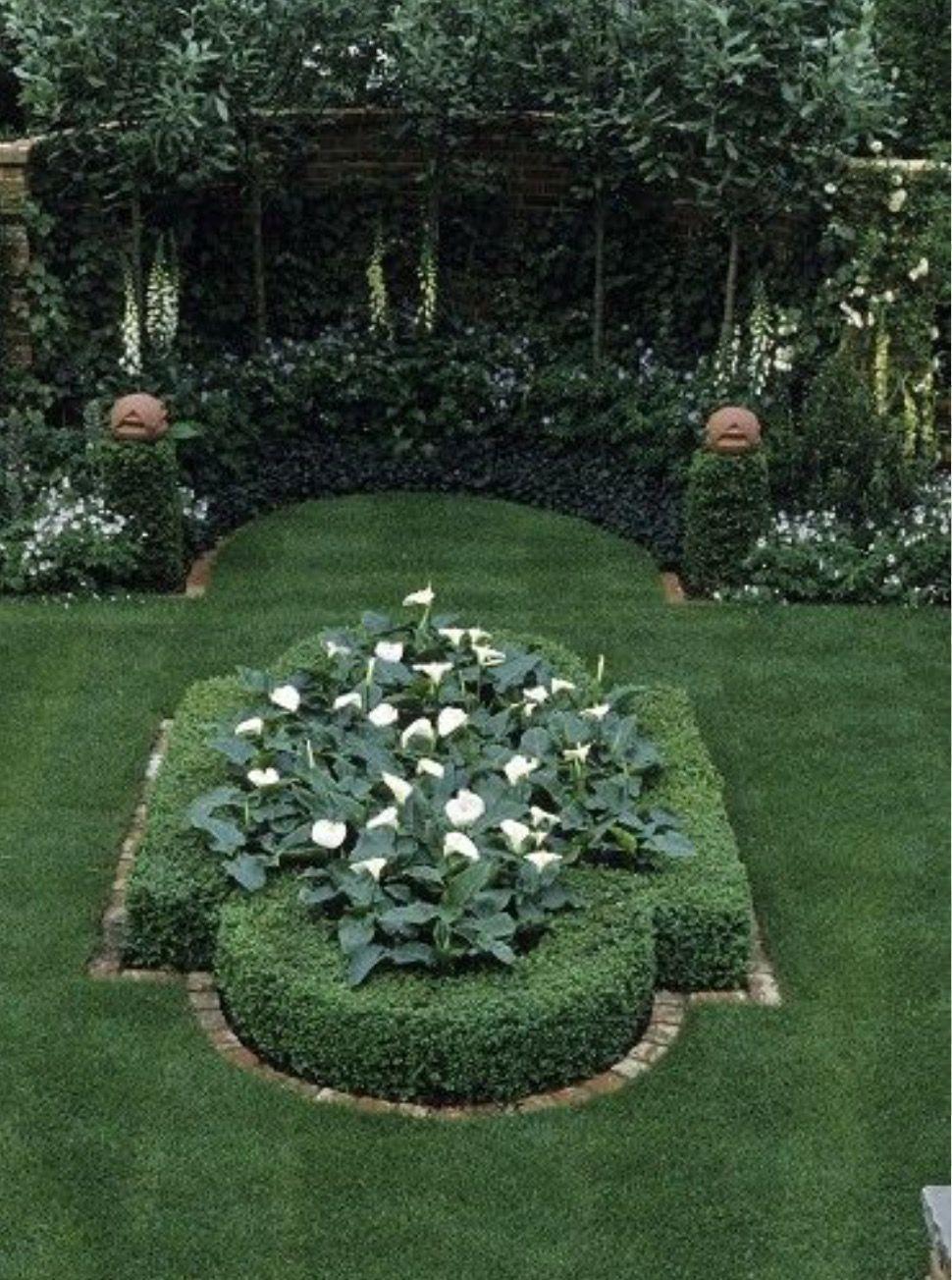 Boxwood In A Private Formal Garden Design Formal Garden Design White Flowers Garden Boxwood Garden