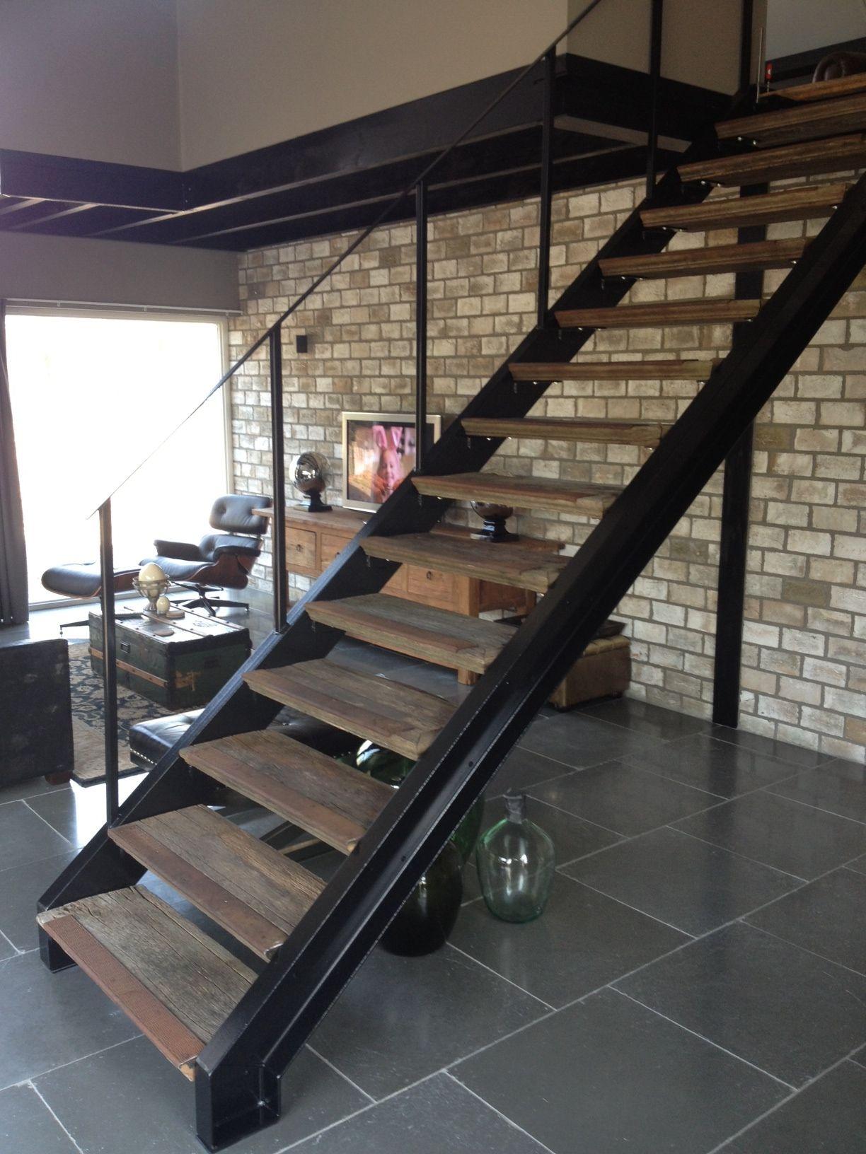 Trap rvs of staal icm eiken treden hekwerk voor vide maken for Stalen trap maken
