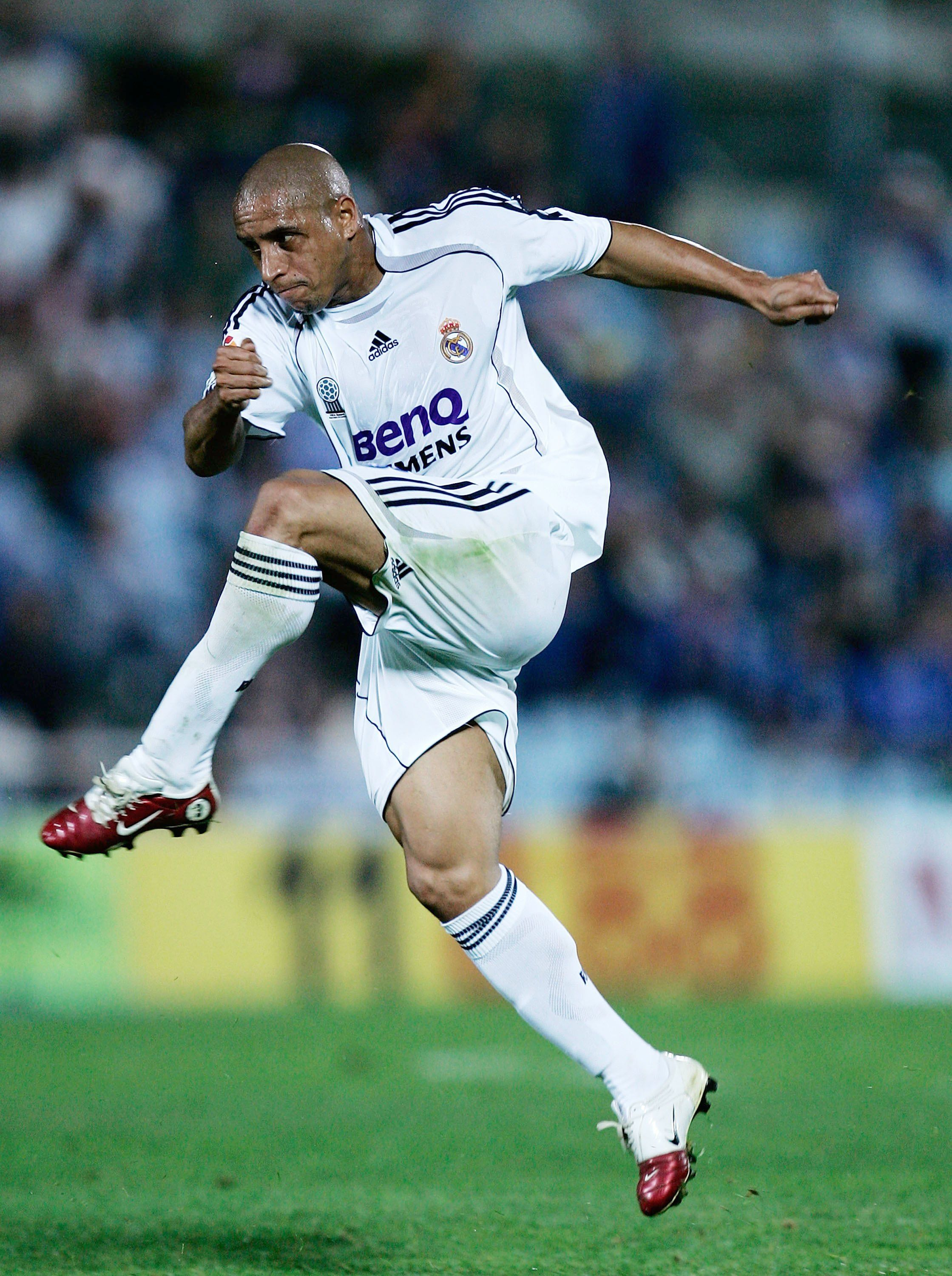 The 100 Best Footballers Of All Time Madrid Football Club Good Soccer Players Roberto Carlos