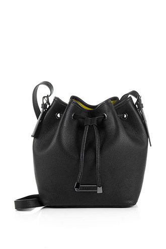 Esprit - Bucket bag i kunstlæder i Esprits Online-Shop