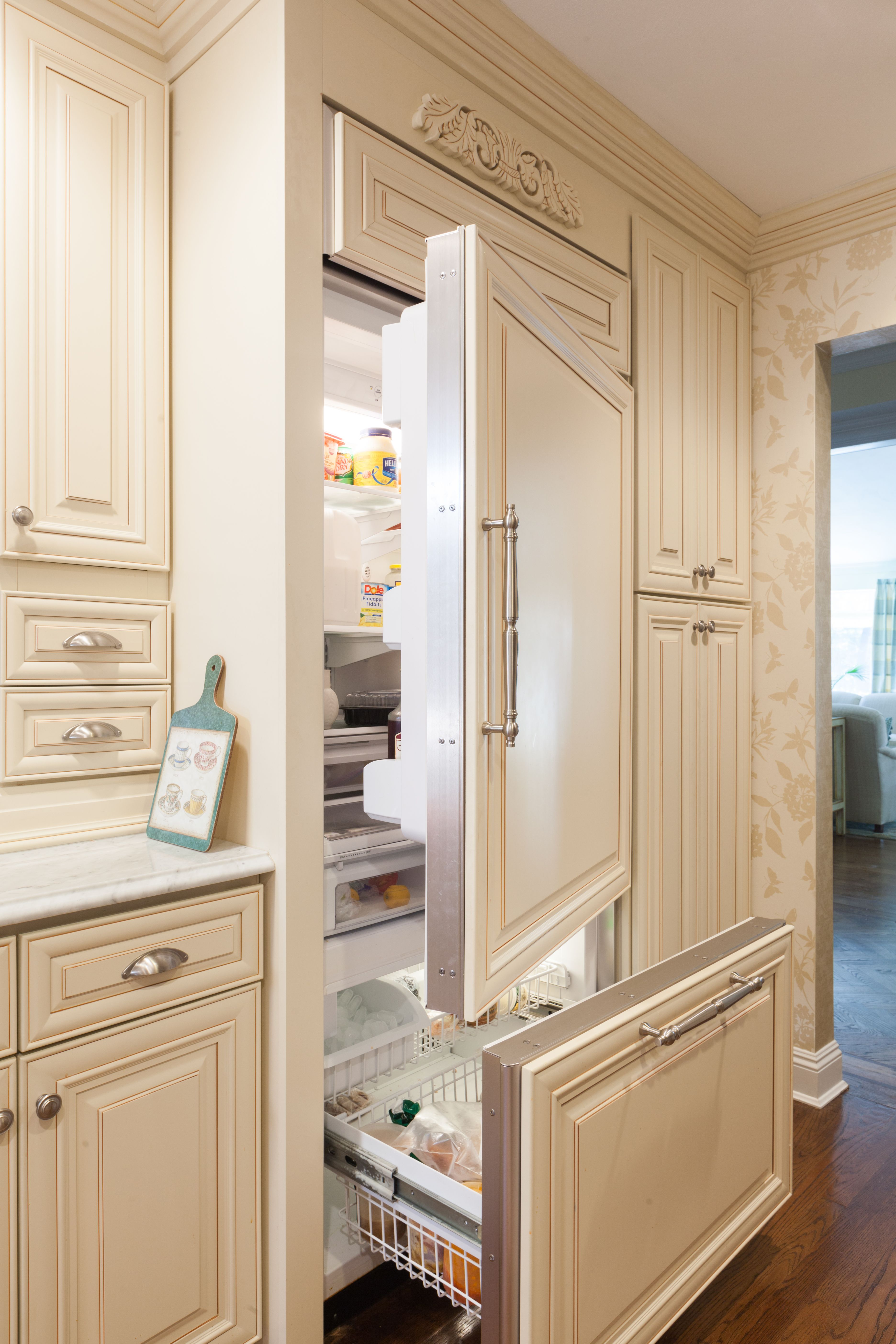 J K Cabinetry Traditional Cabinets Made From Maple Wood In A Creme Glazed Finish Style A7 Panel Ready Refrigerator Luxury Kitchens Traditional Cabinets