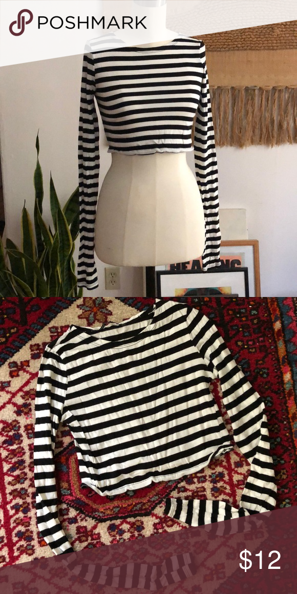 b530dba1d16706 Zara Striped Crop Top Worn once, excellent condition Zara striped crop with  long sleeves. Marked a S, best fits an XS. Zara Tops Crop Tops