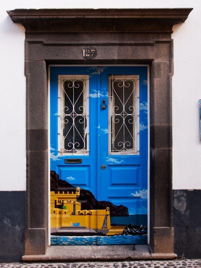 решите креативные входные двери фото блондинка большими