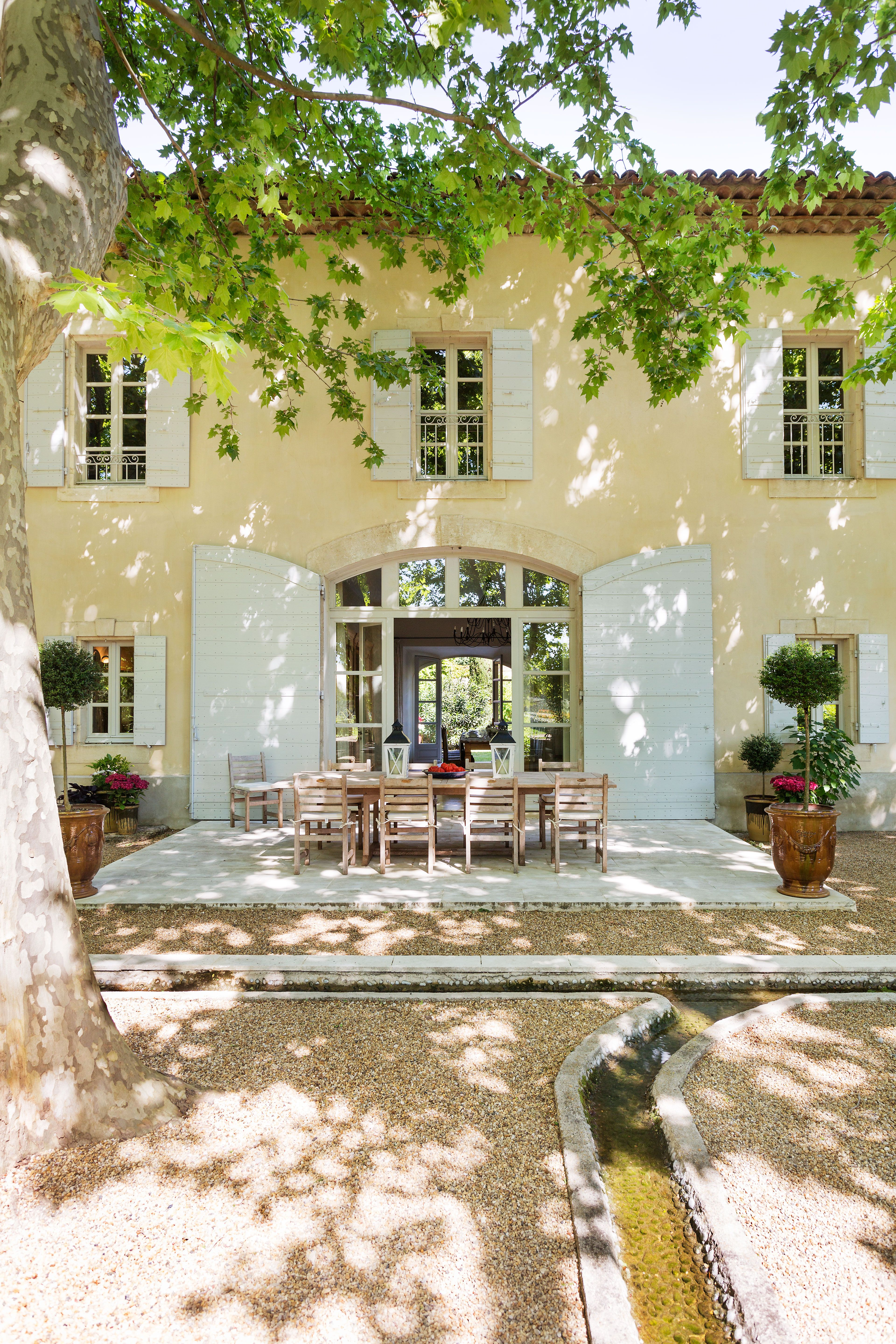 Experience provence like a local not a tourist find a for La maison de rose arredamento country shabby chic provenzale