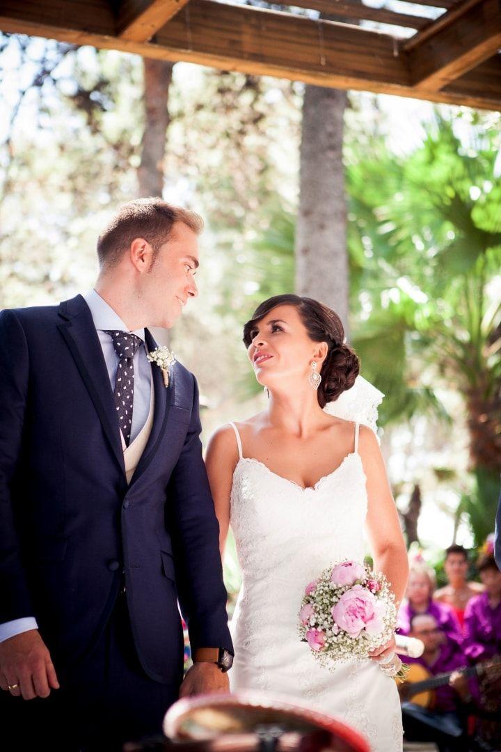 La música va a jugar un papel destacado tanto en la ceremonia como en el resto de actos de vuestra boda. ¡Elegid las canciones que realmente os transmitan algo especial y con las que os sintáis identificados! Acertaréis con la música de vuestra boda.