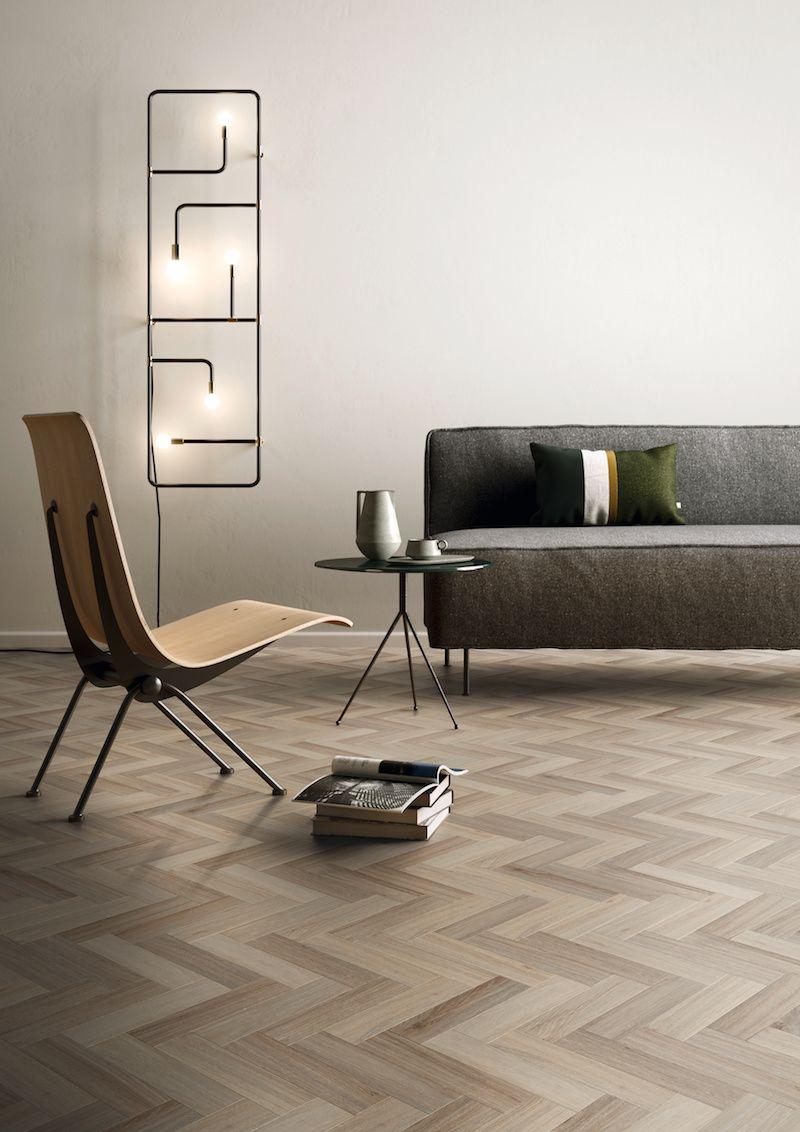 warme vinyl vloer met visgraat motief en eiken houtlook van
