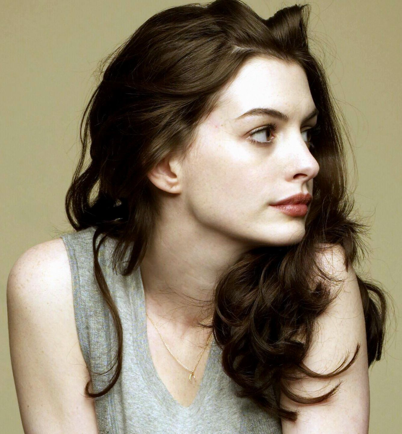 Anne hathaway profile pinterest anne hathaway people and