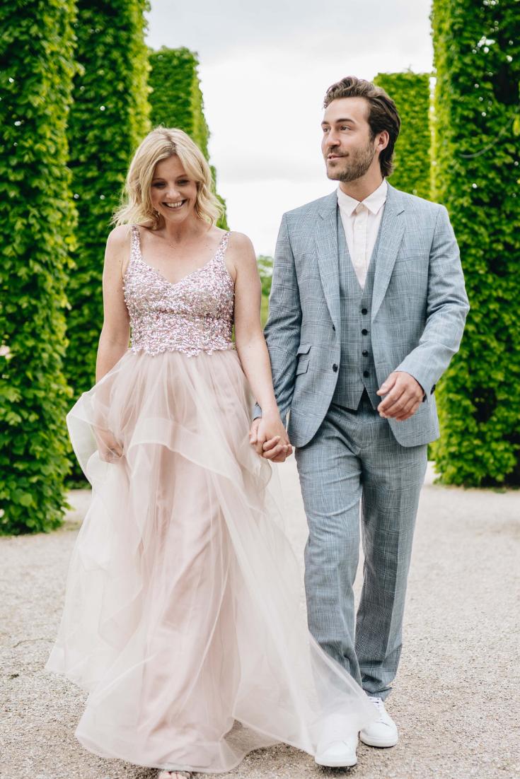Hochzeitsgast Hochzeit Outfit Inspo Inspiration Couple Couplegoals Paar Partnerlook Dresscode Kombinieren Details Kleid Hochzeit Gast Kleid Rose Anzug Hochzeit