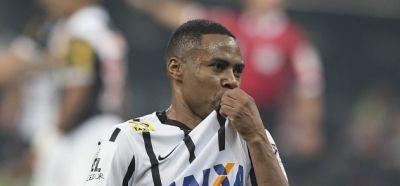 Elias rejeita nova oferta do futebol chinês