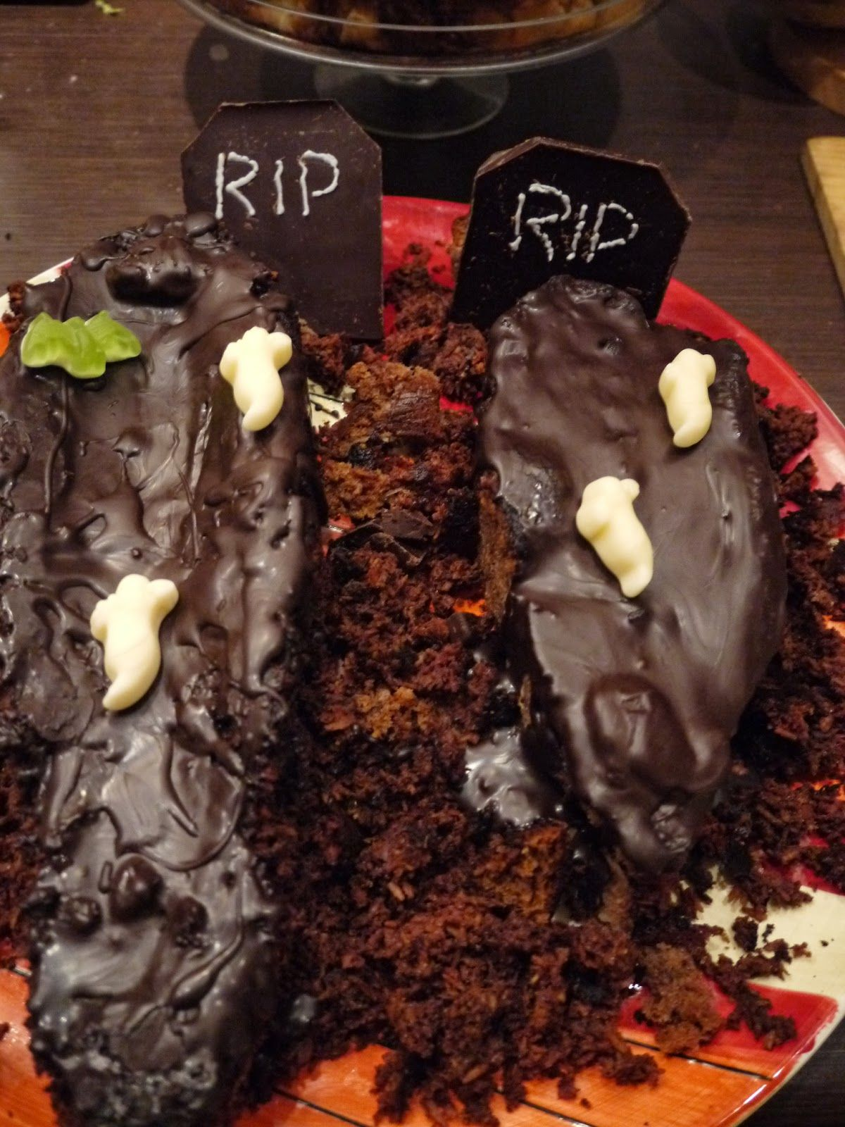 Chocolate coffin cakes for Halloween by Appetit Voyage