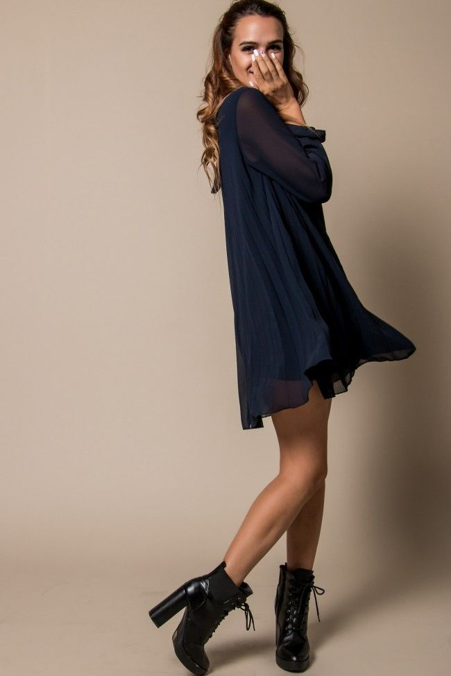 3cb8b56e0ddd Dark Blue Pleat Dress Πλισέ φόρεμα σε μπλε σκούρο χρώμα με μακρύ διάφανο  μανίκι που κουμπώνει