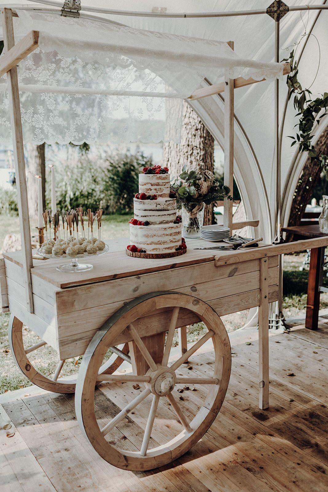 Cakebar Fur Die Hochzeitstorte I Weddingcake I Halfnaked Cake Getrankestation Hochzeit Hochzeitstorte Tisch Marktwagen