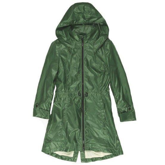 Manteau de pluie avec poignets roulés, de Soïa & Kyo. Prix: 145$. Info: soiakyo.com