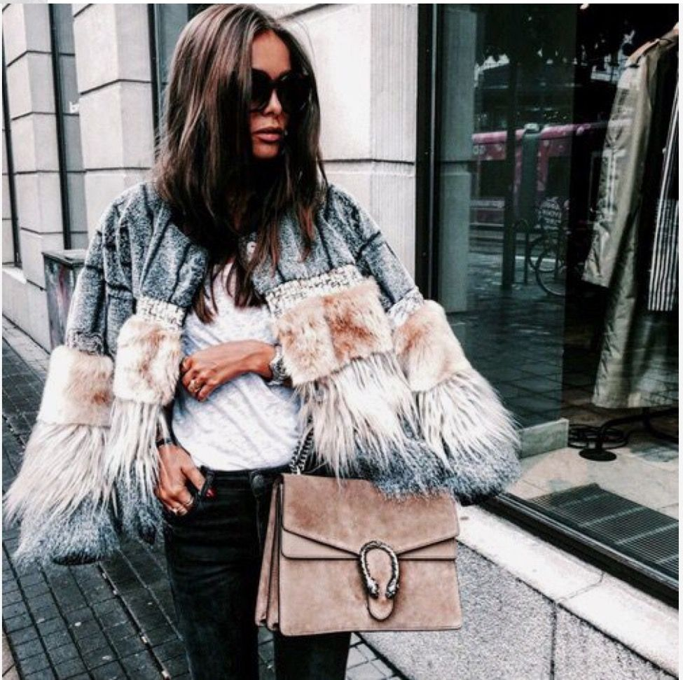 #winter #fashionista #fashionblogger #fashionaddict #trend #trendy #cool #inspiration #lifestyle #style #nice #streetwear #streetstyle #itgirl #details #coat #luxury #bag #itbag #winteriscoming #outfit #outfitoftheday #chic #glam #glamour #fabulous
