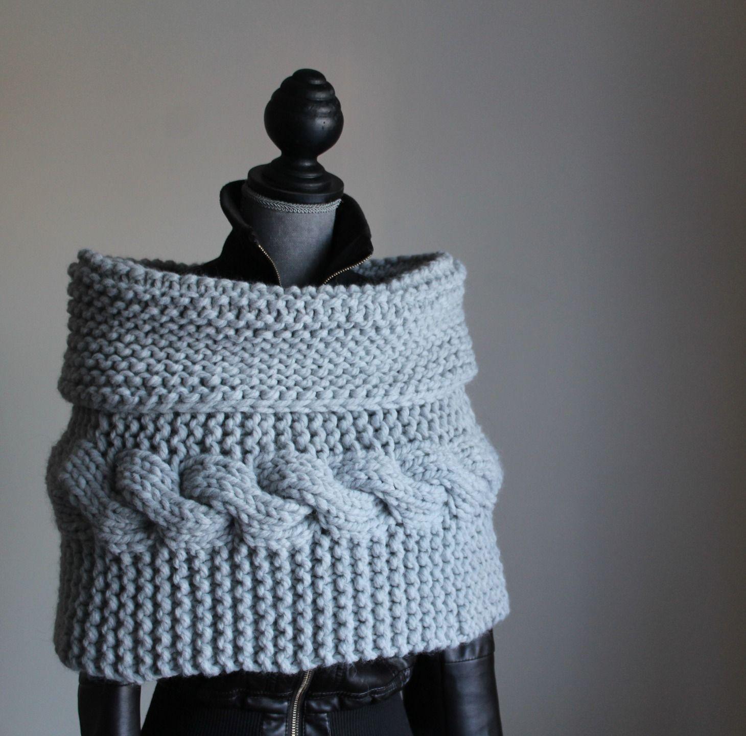 nuovo stile di fama mondiale tecniche moderne Mantella in lana grossa realizzata a maglia : Sciarpe ...