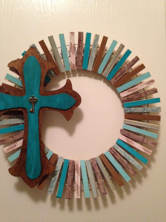 Clothes pin wreaths by theprimcrafter on etsy diy for Close pin crafts