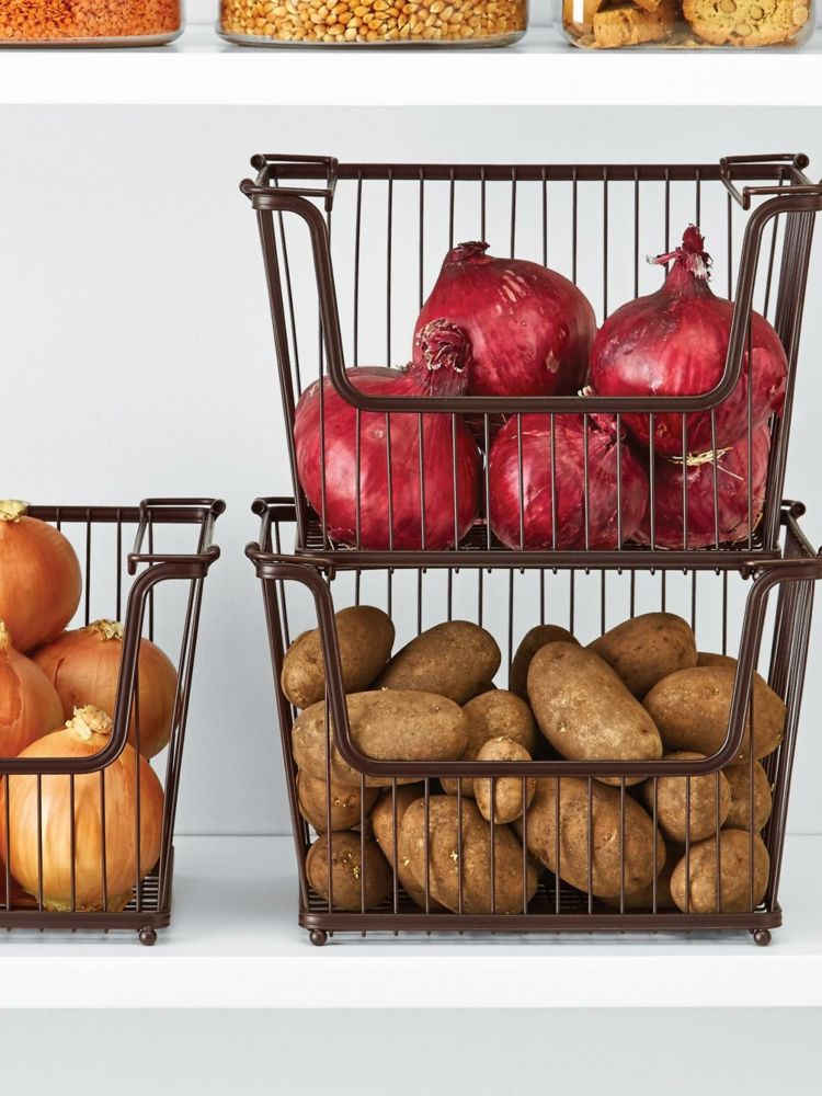 drahtkoerbe-stauraum-speisekammer-einrichten-kartoffeln-zwiebeln - drahtkoerbe stauraum ideen einrichtung