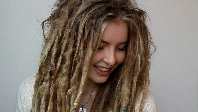 15 Natural Tips On How To Maintain Dreadlocks By Yourself Dreadlocks Girl Beautiful Dreadlocks Hair Styles