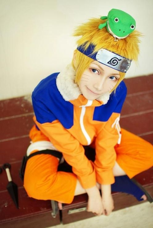 Look at that face!! Don't you just wanna pinch his little cheek?! :3 Naruto cosplay