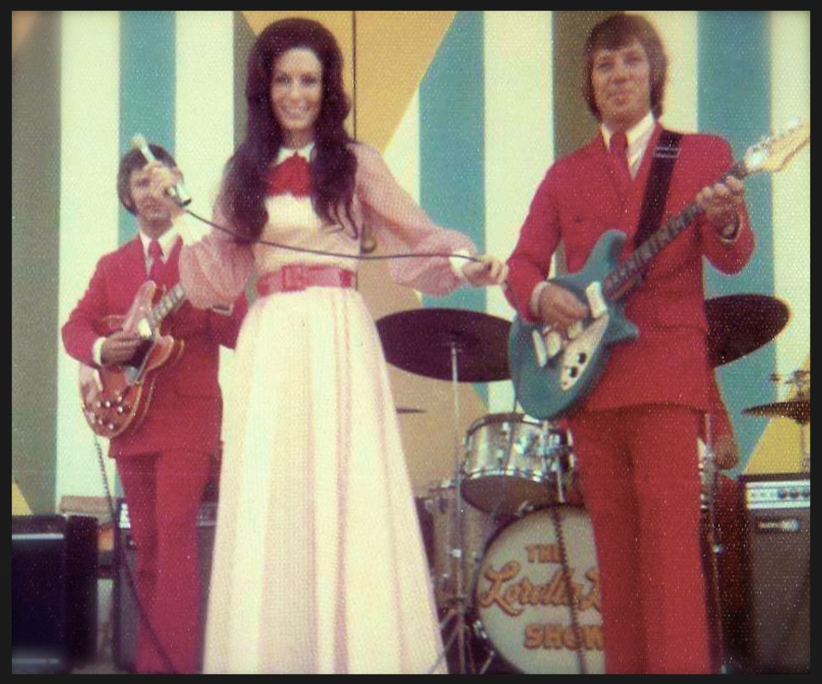 Loretta In Concert With Coal Miner S Band Members Dave Thornhill Left And Don Ballinger Courtesy Of L Vintage Western Wear Loretta Lynn Custom Cowboy Boots