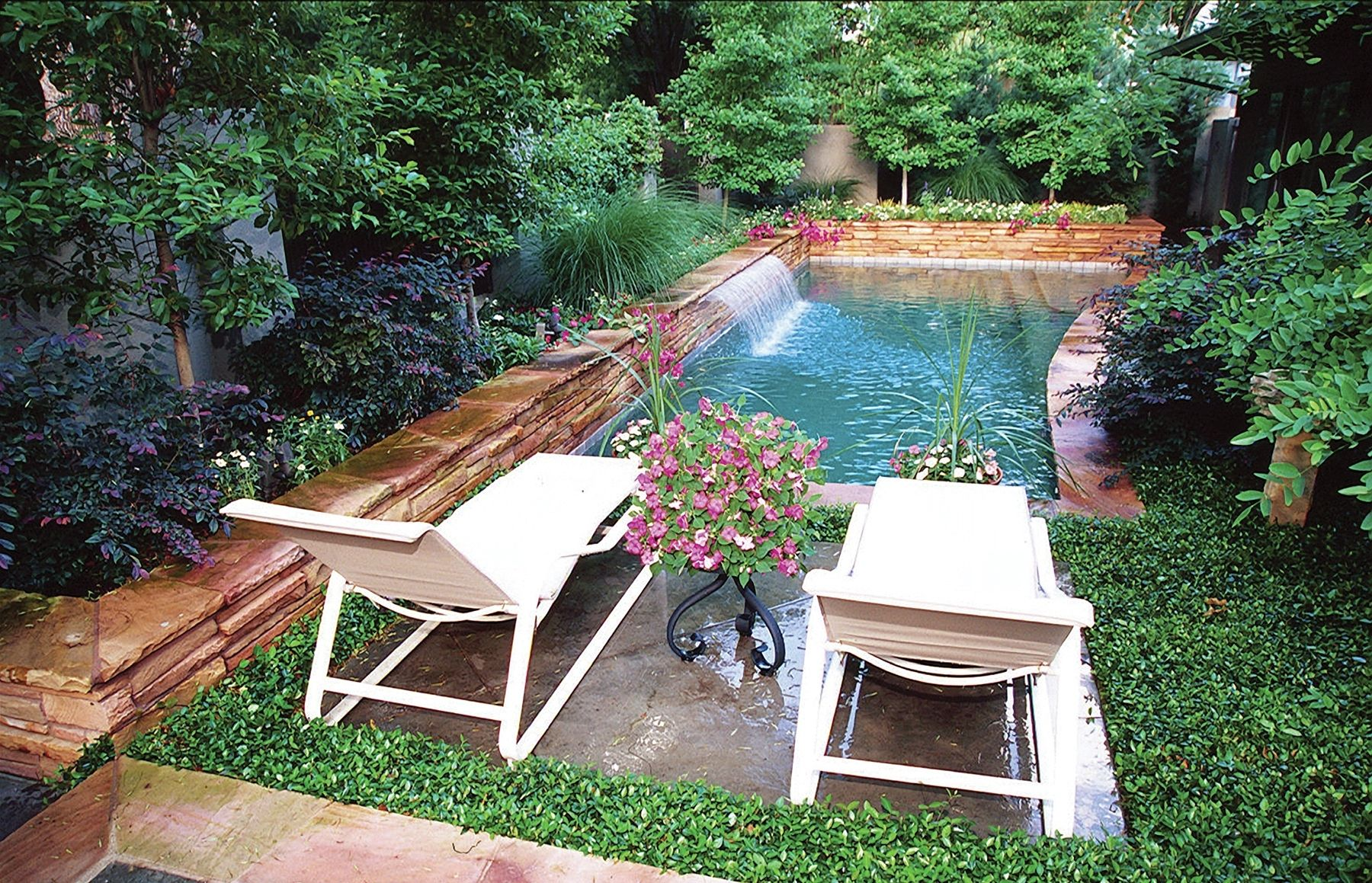 Swimming Pool Small Garden Uk Google Search Small Backyard Pools Backyard Pool Backyard Ideas For Small Yards