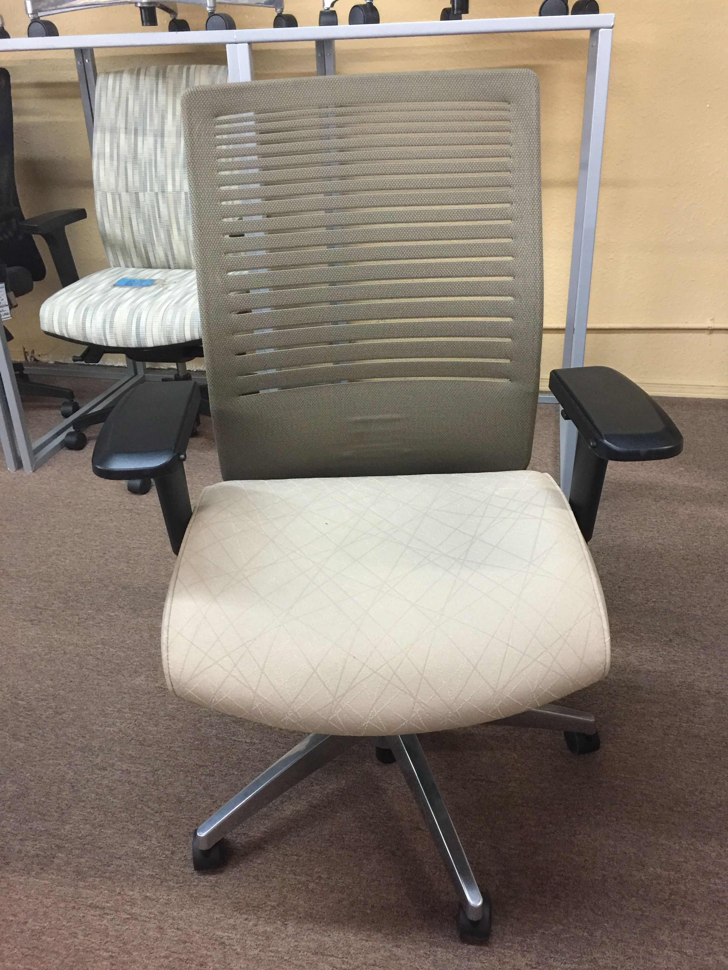 Showroom Chairs One Of A Kind Up To 80 Off List Price 727 561