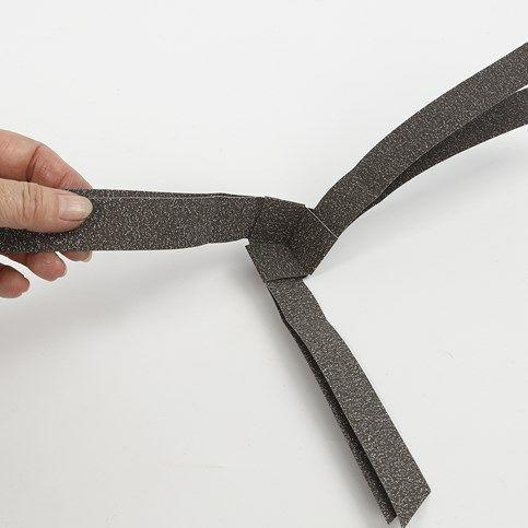Ein würfelförmiger Stern aus Glitzerpapierstreifen von Vivi Gade |DIY Anleitung