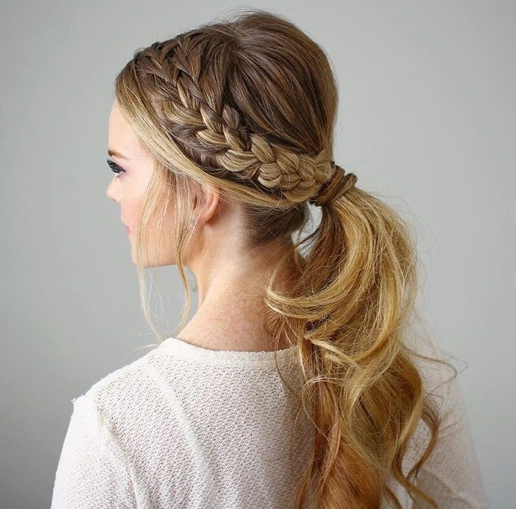 5 Pretty And Practical Travel Hairstyles Low Ponytail Hairstyles Ponytail Hairstyles Easy Thanksgiving Hairstyles