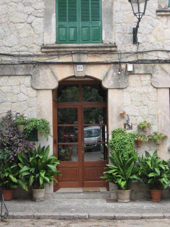 """Eingang eines Wohnhauses"" Bild Altstad - Valldemossa, Mallorca"