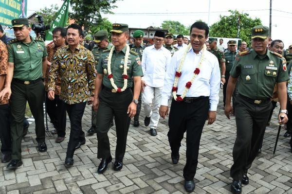 Mentan Bersama Kasad Resmikan SP3T di Jawa Timur