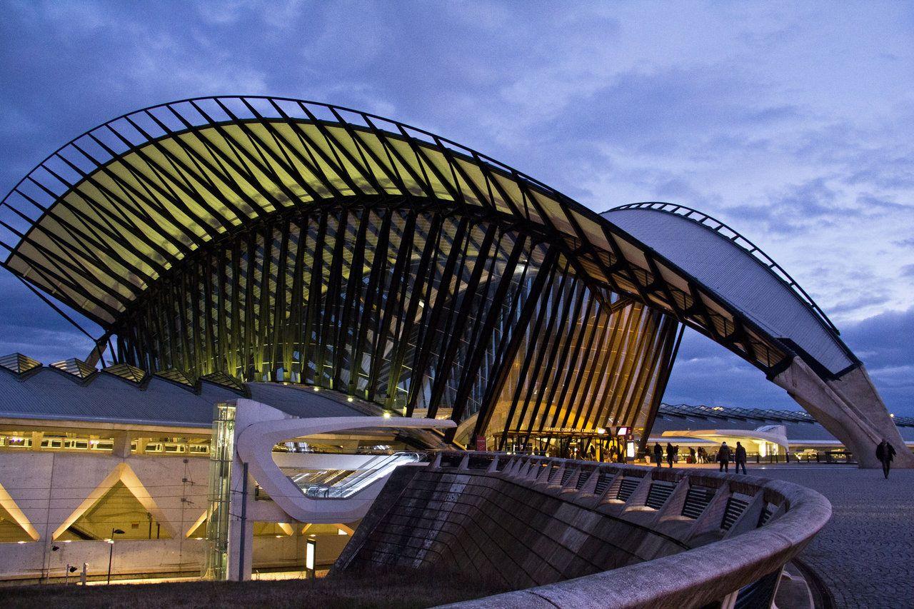 Aeroport Lyon Saint Exupery 17 By Jonathder On Deviantart Lyon Santiago Calatrava Oscar Niemeyer Architecture