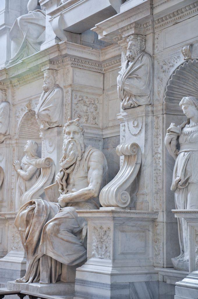 The king&#8217 Musa- Michelangelo Bu açıdan çekilmiş bir resmini daha önce görmemiştim