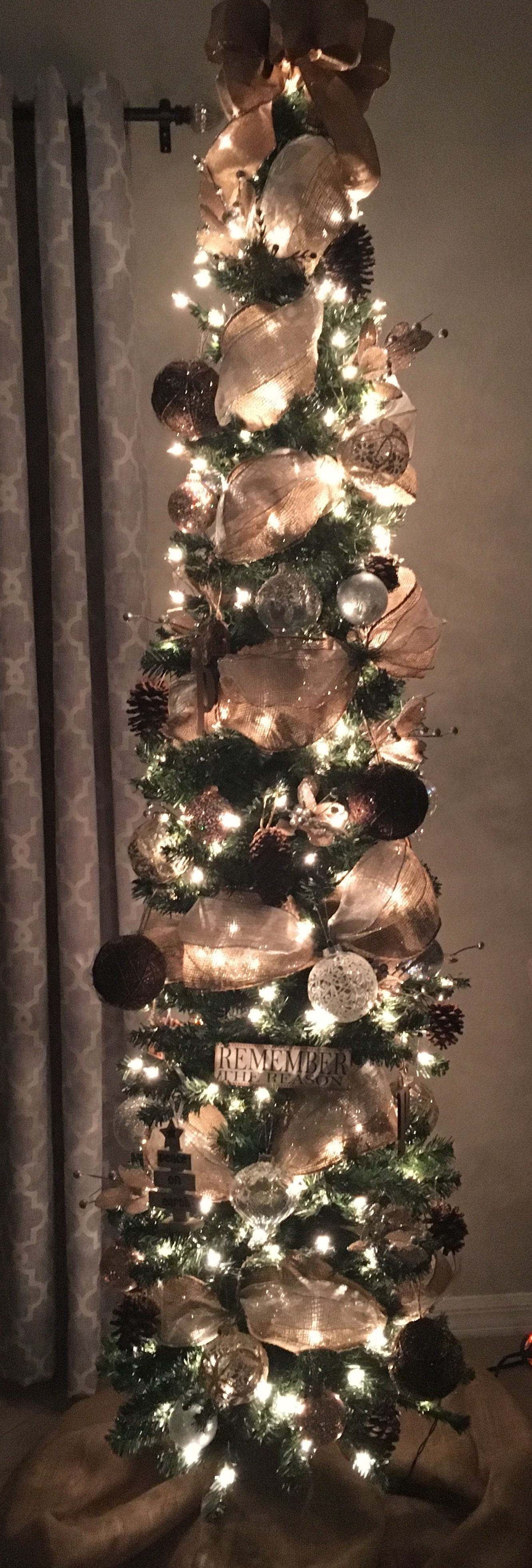 Inspiring Rustic Christmas Tree Decoration Ideas For Cheerful Day 31