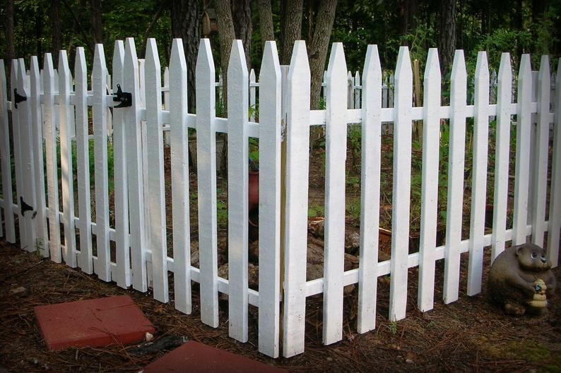 Build Your Own Picket Fence Pattern Diy Civil War Garden Fence Etsy In 2021 Diy Garden Fence Fence Planning Wood Picket Fence