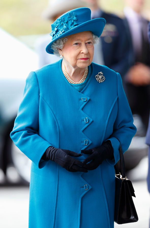 The Queen recognises a horse who spent 16 years in Palace stables 15 Oct 2015