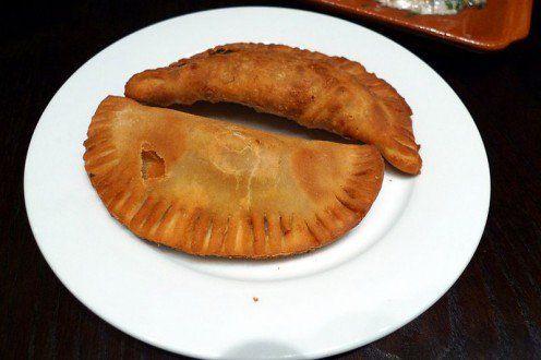 Island Bites: Puerto Rican Chicken Empanadas (Empanadillas de pollo) | Delishably