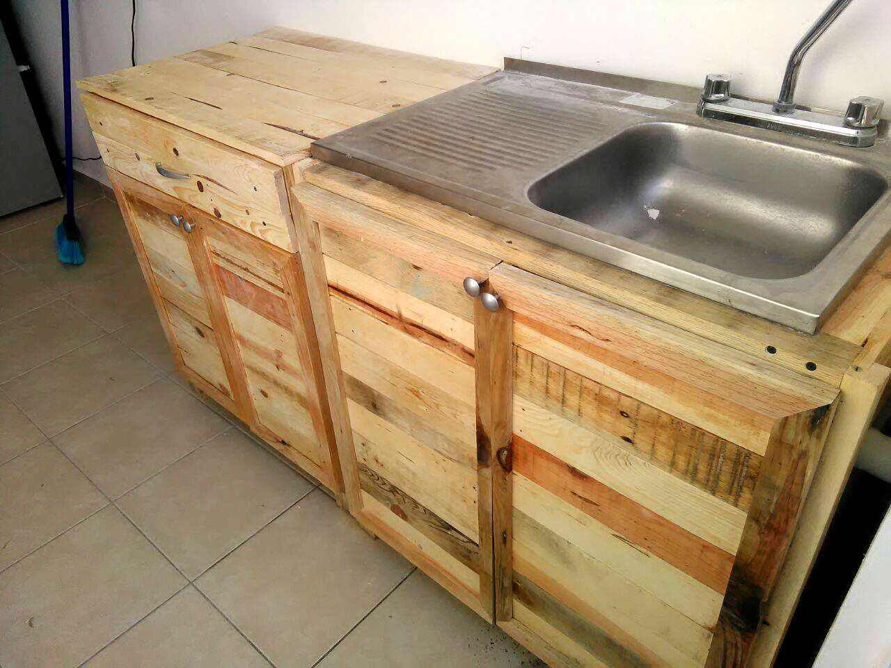 Amazing Pallet Kitchen Projects Recycled Kitchen Kitchen Sink Diy Pallet Kitchen