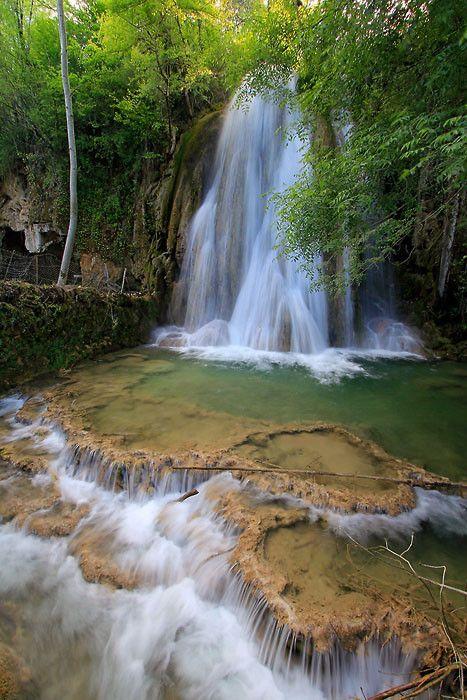 Cascade pétrifiante de Caylus | Chute d'eau, Aveyron, Nature