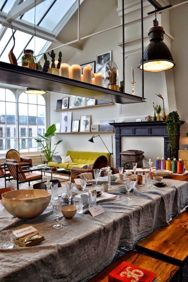 loft feeling im boheme chic in amsterdam vintage m bel mit industrieleuchten und berberteppich. Black Bedroom Furniture Sets. Home Design Ideas