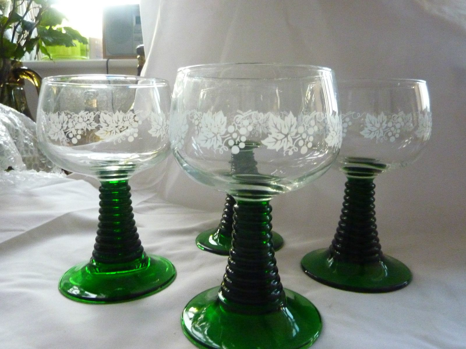 vintage luminarc wine glasses green twisted stem and white etched grapes lea whatever you. Black Bedroom Furniture Sets. Home Design Ideas