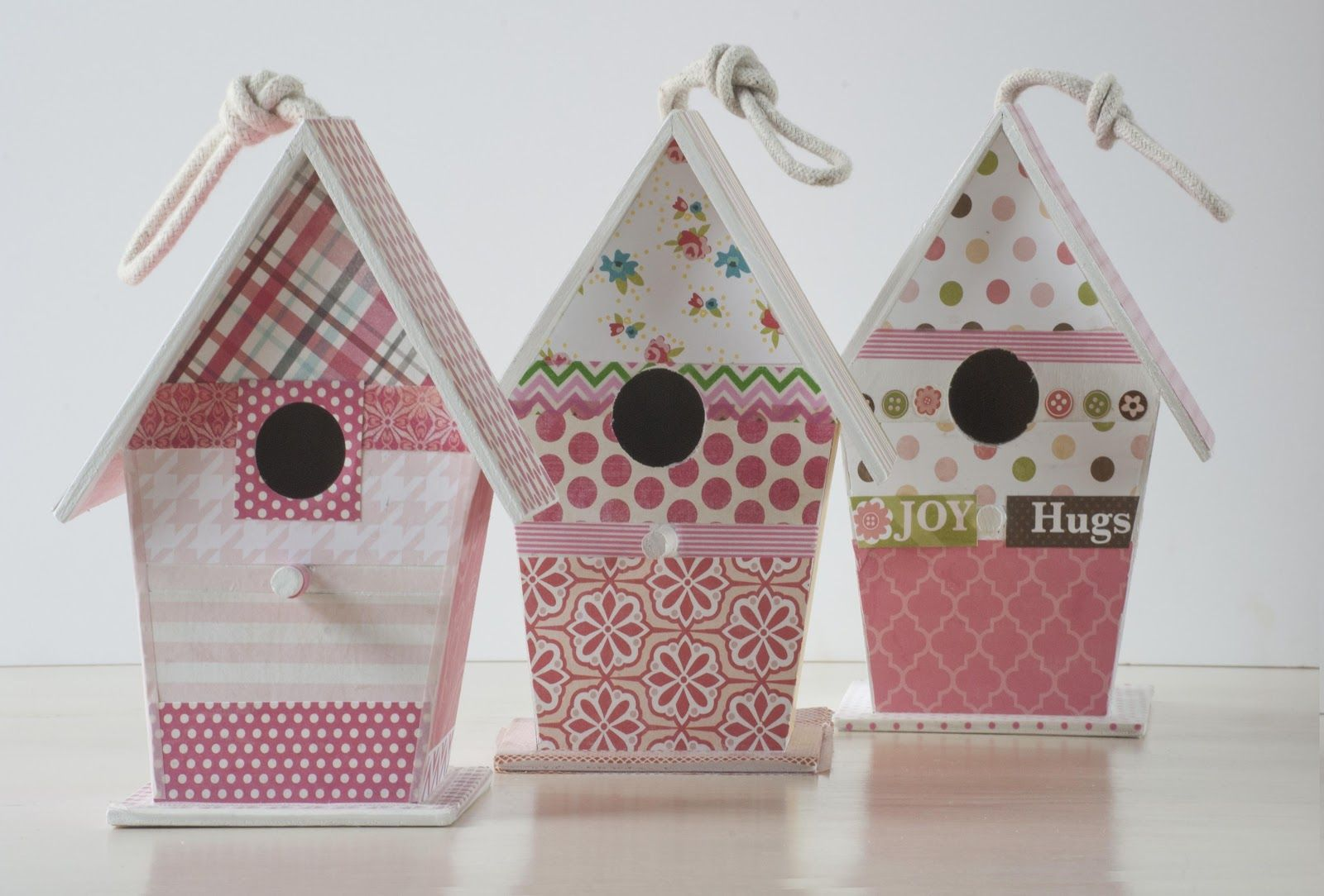 Tutorial casita de madera decorada con papel for Casitas de madera