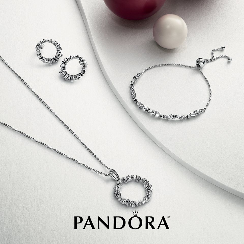 Give A Gift That Will Make Her Sparkle This Holiday Season With New Styles From Pandora Pandorawest Pandora Jewelry Monogram Ring Gold Pandora Jewelry Charms