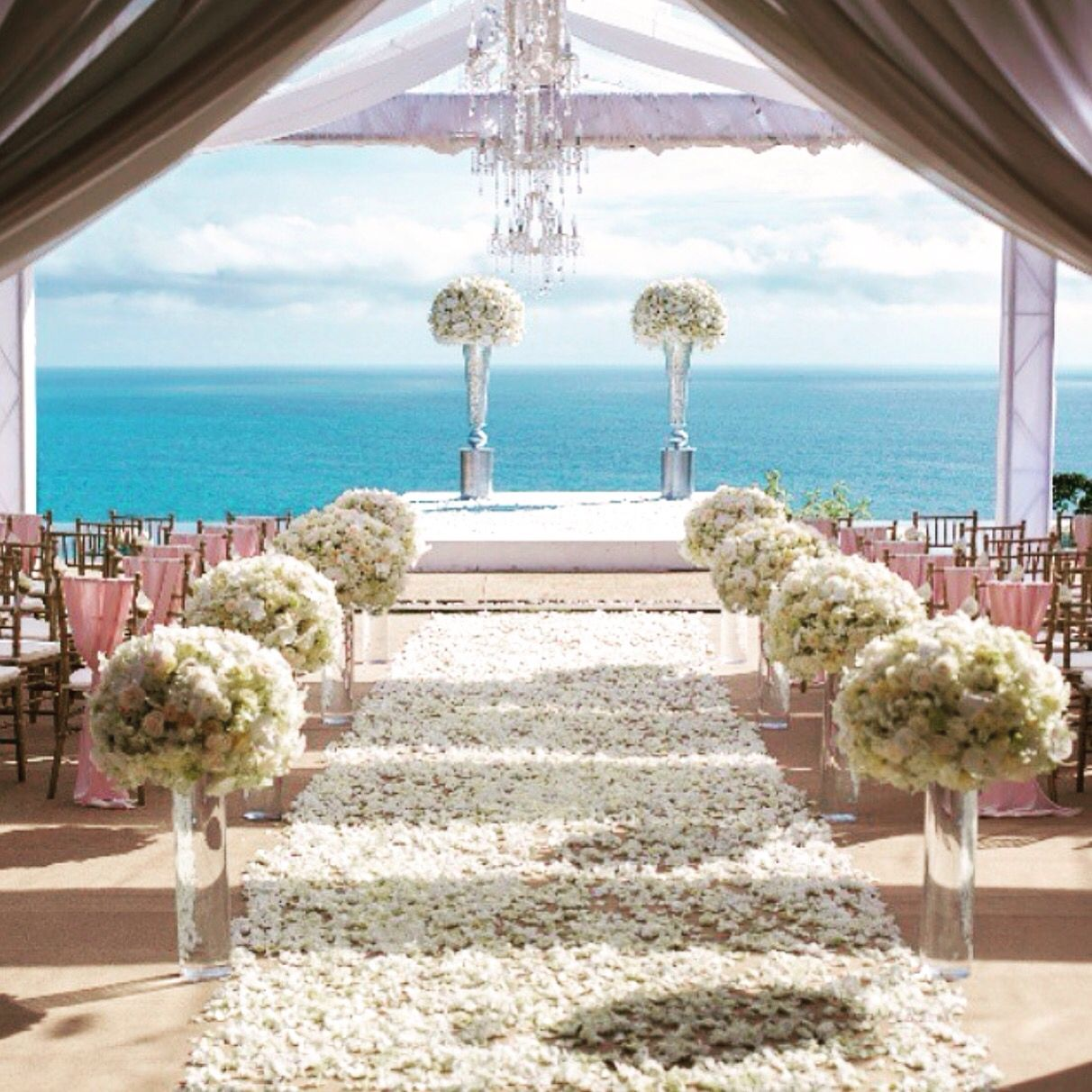 Amazing view to get married  #amazing #place #celebrate #wedding #weddingplanner #boda #bodas #love #bodabogota #events #paradise #destinationwedding #eventosgrupomedina  Photo from @Bridetobride