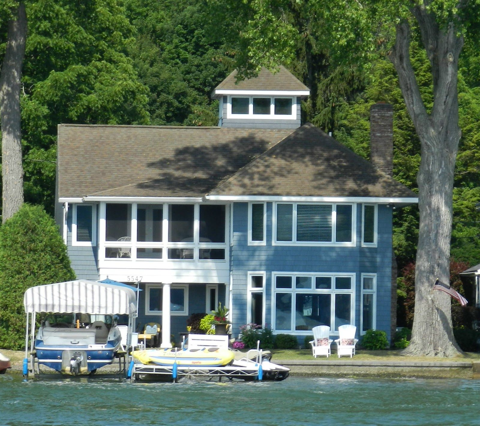 As you drive around the lake youdon't oftensee the true beautyof the houses becauseresident's investthe most on the lake view and not t...