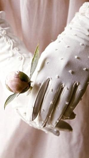 Pretty vintage gloves by Andrea A. Elisabeth