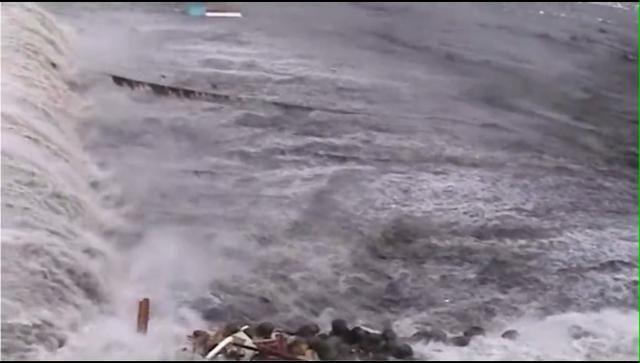 流さ 津波 れる 瞬間 閲覧 が 注意 人