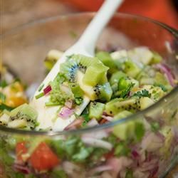 Obst Salsa - Eine Mischung zwischen Obstsalat und Salsa und das leicht scharf. Das Rezept gibts auf Allrecipes Deutschland http://de.allrecipes.com/rezept/946/salsa-mit-frischen-fr-chten.aspx