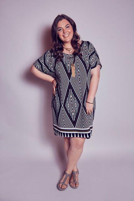 Sommer-Kleid Azteken-Muster schwarz weiß gold Zizzi Statement-Kette ...
